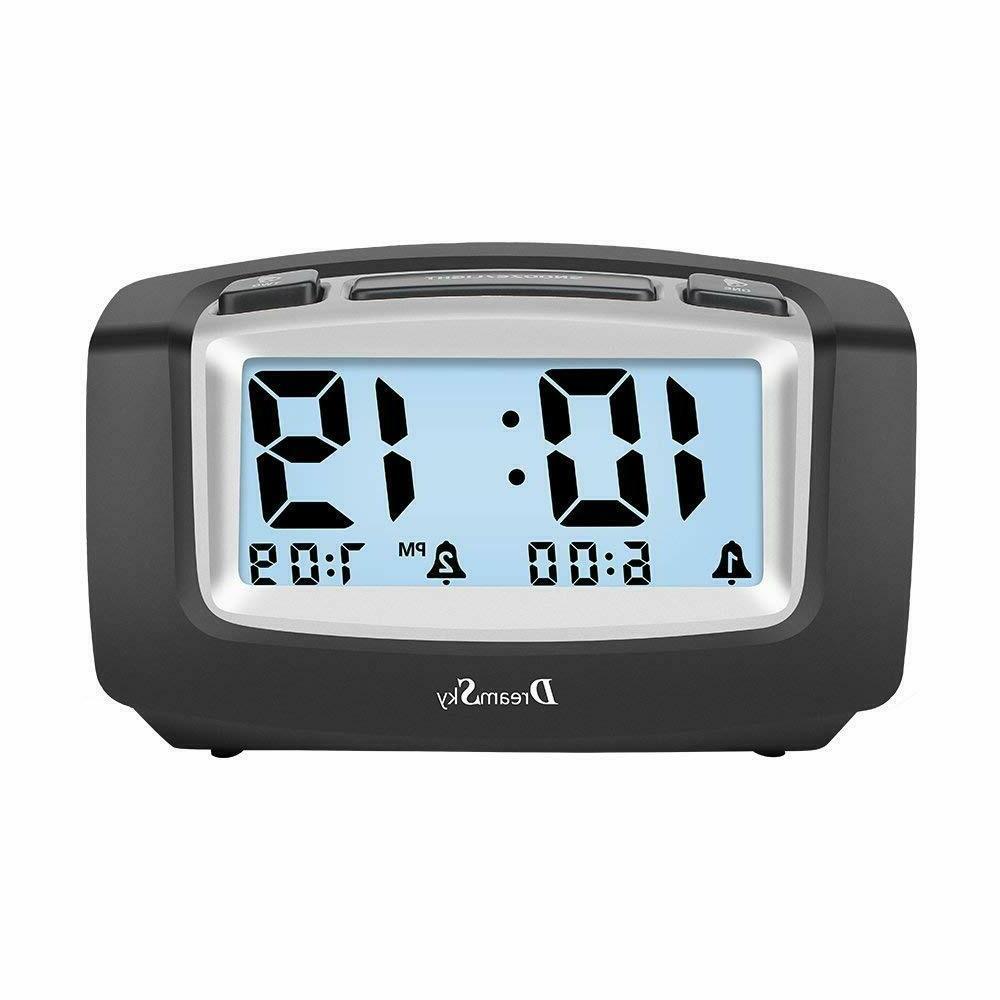 dual alarm clock with smart adjustable nightlight