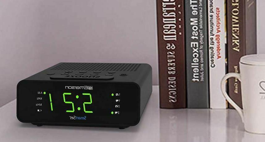 Emerson Clock Radio AM/FM Radio New