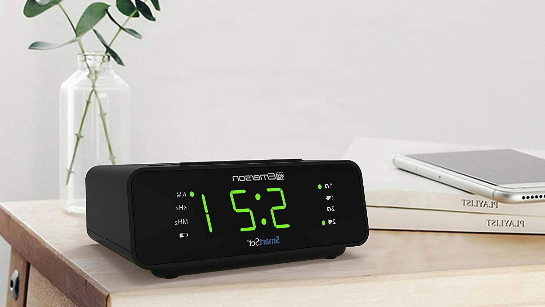 Emerson Set Alarm Clock with AM/FM Radio Dimmer Sleep New