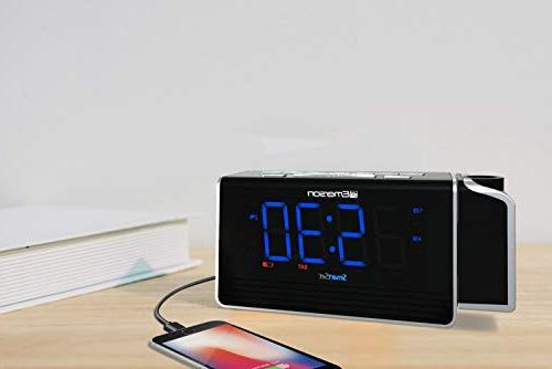 """Emerson SmartSet Projection Alarm Clock USB Charging for Tablets, Digital FM Radio, 1.4"""" Blue LED 4 level Dimmer,"""