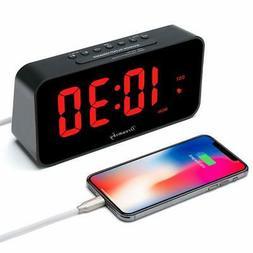 Large Alarm Clock Radio with FM Radio and USB Charging Port